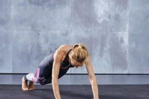 Este serie debe ser continua y se sugiere realizar 15 repeticiones. Foto:victoriassecret.com. Imagen Por: