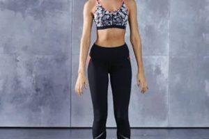 Se colocan las piernas separadas a la misma distancia que los hombros… Foto:victoriassecret.com. Imagen Por: