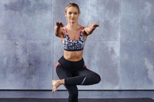 y juntas se flexionan hasta quedar en una posición de 90 grados. Foto:victoriassecret.com. Imagen Por: