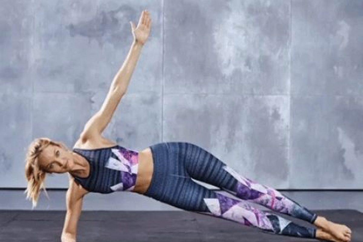 Según las indicaciones de la modelo Candice Swanepeol, se deben repetir 15 veces por cada lado. Foto:victoriassecret.com. Imagen Por: