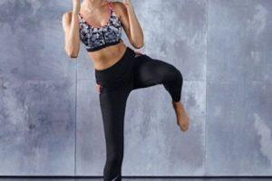 Se estira la pierna hacia un costado, primero flexionando la rodilla Foto:victoriassecret.com. Imagen Por: