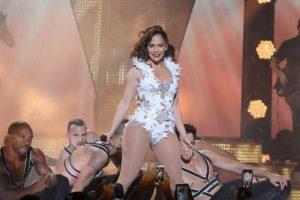 La cantante sorprendió a sus fans con impresionantes pasos de baile Foto:Getty Images. Imagen Por: