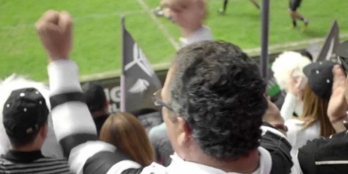 Spot alude a viaje de senador a mundial de rugby