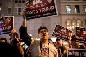 Esta nueva presentación causó protestas porque la cadena NBC había roto relación comn el político luego de que hiciera comentarios racistas contra los mexicanos. Foto:Getty Images. Imagen Por: