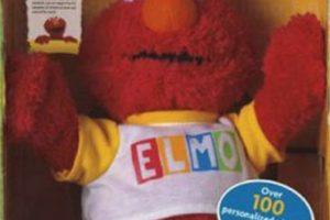 """El Elmo que tenían para su hijo de dos años tenía frases programadas, pero ese solo podía decir """"Matar"""" antes de todo. Por más que intentaron reprogramarlo, este seguía proferiendo amenazas de muerte hasta que la familia se comunicó con la compañía, que les ofreció cambiarlo por otro muñeco. No se sabe si tomaron la oferta. Foto:Fischer Price. Imagen Por:"""