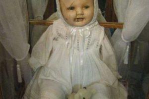 Mandy: es una muñeca hecha entre 1910 y 1920. Fue donada al Museo Quesnel en la Columbia Británica. Foto:vía Museo Quesnel. Imagen Por: