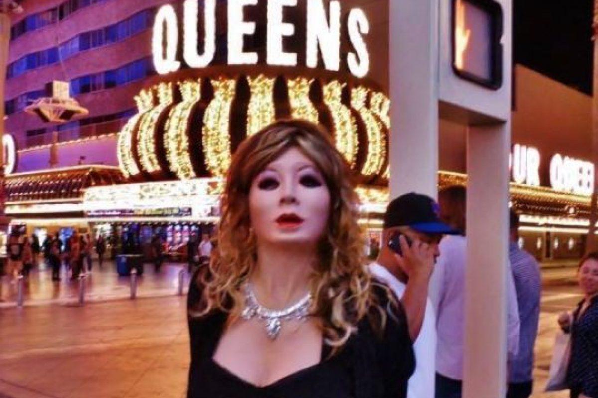 Robert Sherry, un hombre heterosexual que gusta vestirse como muñeca de látex. Foto:Vía Facebook.com/docrobbysherry. Imagen Por: