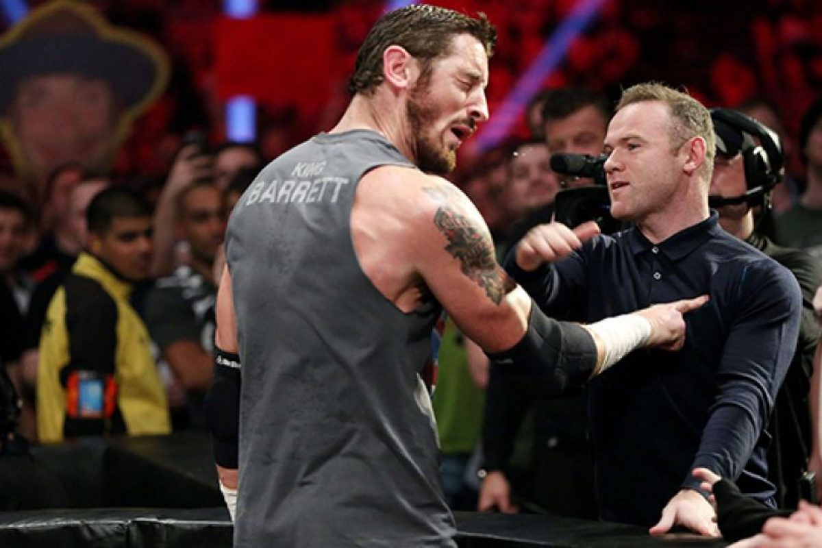 El momento en el que Rooney golpeó a Barrett Foto:WWE. Imagen Por:
