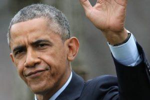 """Durante su campaña de 2008, Obama habló de las dificultades que tuvo su madre como paciente de cáncer para que su seguro médico cubriera el tratamiento. Sin embargo, la periodista de """"The New York Times"""", Janny Scott, desmintió esa versión e indicó que hubo una disputa pero que la aseguradora reembolsó el dinero a la señora Obama sin problemas. Foto:Getty Images. Imagen Por:"""