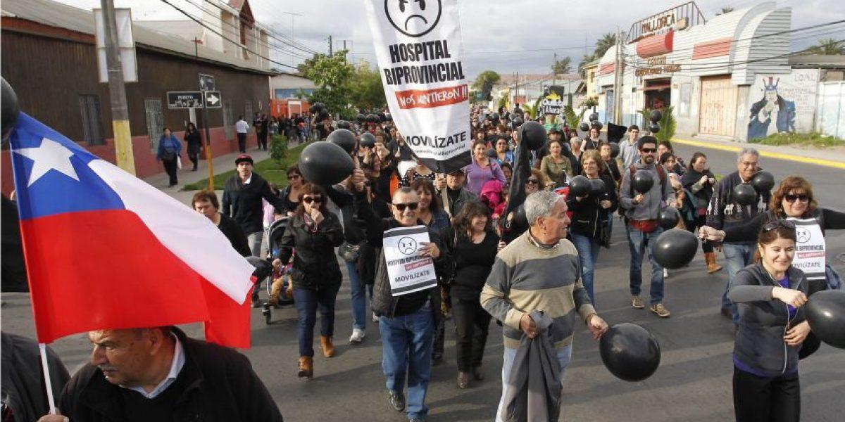 Construcción de hospitales: marcha en Quillota y médicos de La Serena en alerta