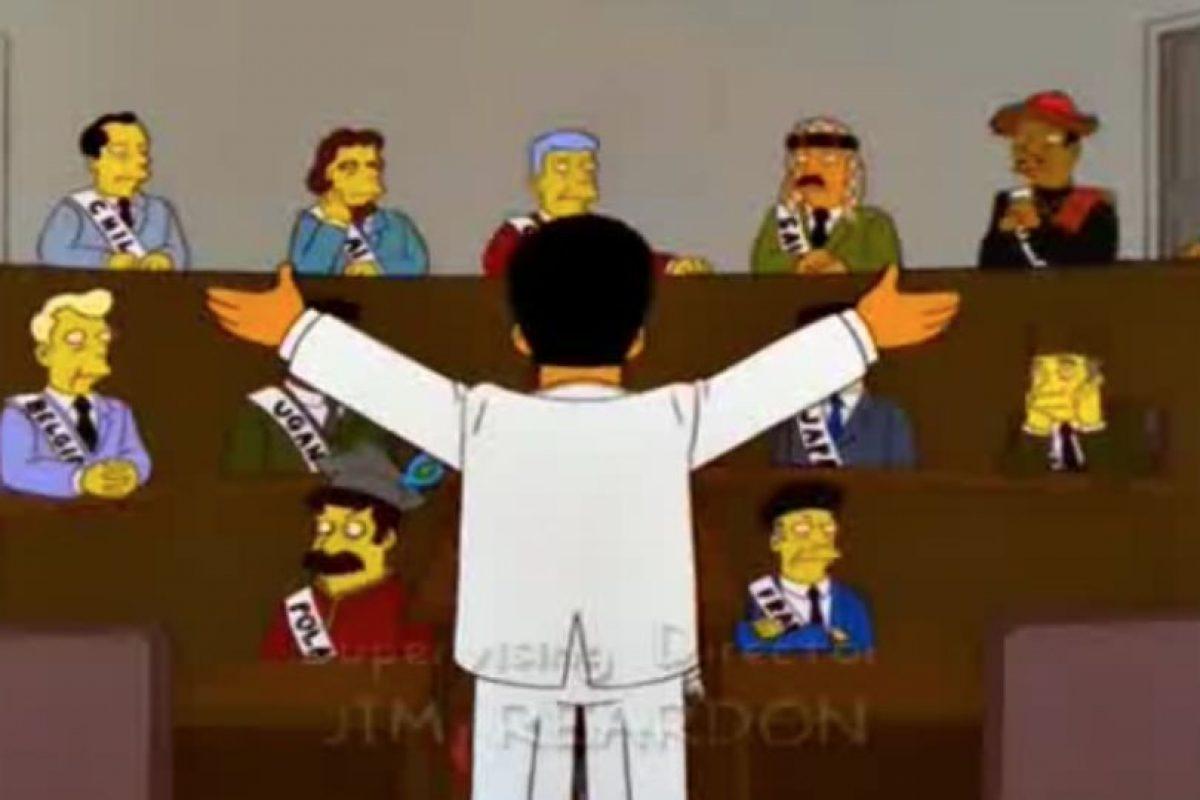 """5- """"El abuelo y el estudiante de bajas calificaciones"""" (10×20): sin embargo, antes de llegar ahí, la comisión discute la ciudad que será sede. Foto:Captura Youtube. Imagen Por:"""
