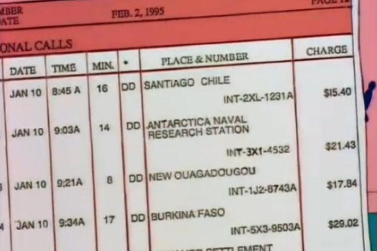"""1- """"Bart contra Australia"""" (6×16): Tras eso, Homero ve una boleta del teléfono y se identifica una llama a Santiago de Chile realizada el 10 de enero a las 08:45 de la mañana, con una duración de 16 minutos y un costo total de $15,40 dólares. Foto:Captura Youtube. Imagen Por:"""