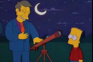 """6- """"El cometa de Bart"""" (6×14): En este capítulo Bart descubre un cometa que se acerca a Springfield. Antes que eso ocurra, Seymour Skinner lo obliga a ayudarlo producto de una broma que le hizo: inflar un globo con su figura. Foto:Captura Youtube. Imagen Por:"""