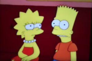 """8- """"Bart vende su alma"""" (7×4): Bart piensa que su alma no existe y se la vende a Milhouse. Mientras ven un capítulo de Tom y Daly, Lisa ríe a carcajadas mientras que Bart no puede pues no tiene alma. Foto:Captura Youtube. Imagen Por:"""