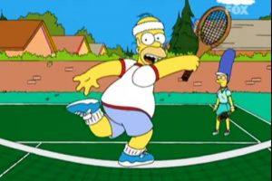 """3- """"Juego Limpio"""" (12×2): n este capítulo Homero y Marge Simpson comienzan a jugar tenis, pero el padre de familia se dedica solo a hacer espectáculo en vez de tomarse las cosas en serio. Ante el enojo de su esposa, Foto:Captura Youtube. Imagen Por:"""
