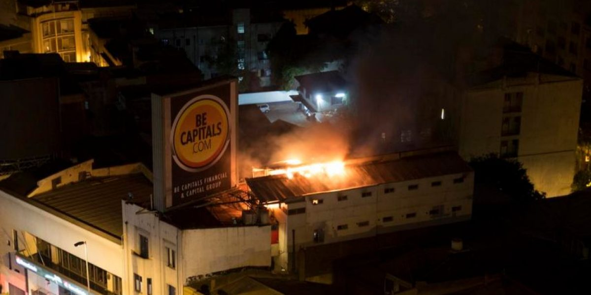 Siete heridos dejó incendió que afecto a edificio en cercanías de Plaza Italia