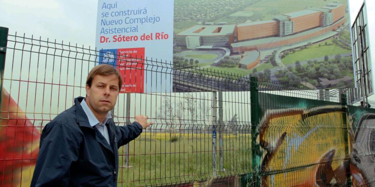 """Alcalde de Puente Alto en alerta por retraso de hospitales: """"Tendremos que movilizarnos"""