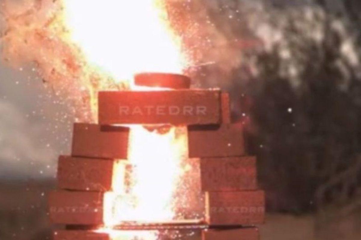7- Explotó cuando fue incendiado. Foto:Rated RR / YouTube. Imagen Por: