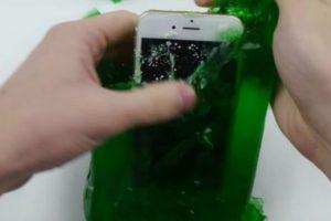 8- Fue dejado 24 horas con gelatina. Foto:TechRax / YouTube. Imagen Por: