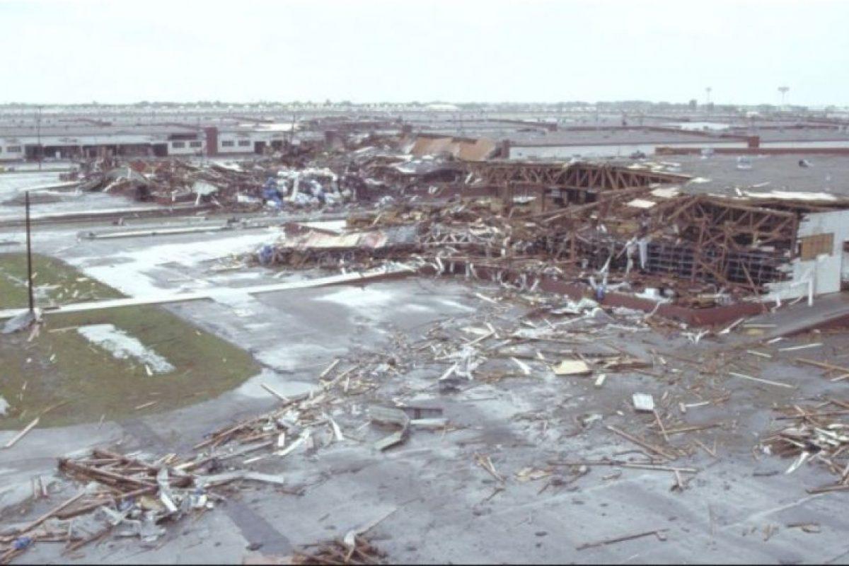El Huracán Asesino o Gilbert. Este ciclón golpeó durante 9 días el Caribe y el Golfo de México en septiembre de 1988. Los muertos fueron 341 muertos, la mayoría en Mexico y cinco mil 500 billones de dólares en pérdidas. Foto:Wikimedia Commons. Imagen Por: