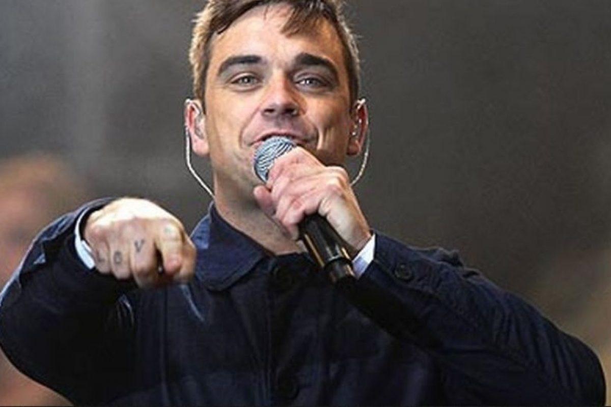 Robbie Williams dejó su carrera en 2006 para dedicarse a tener contacto con extraterrestres. Afirmó haber visto un ovni cuando niño, otro en Beverly Hills y otro más en Nevada. Foto:Getty Images. Imagen Por: