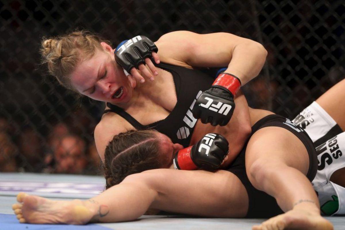 Al final, Ronda venció en el primer round por sumisión Foto:Getty Images. Imagen Por: