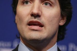 """Trudeau ha prometido acoger a 25 mil refugiados cuando el primer ministro anterior, Stephen Harper, solo estableció acoger a 10 mil personas, reseñó el periódico español """"El Mundo"""". Foto:Getty Images. Imagen Por:"""