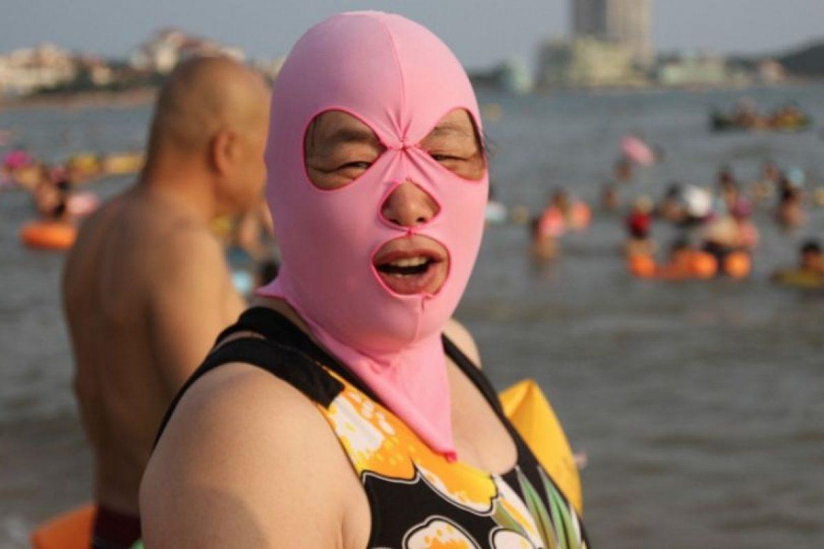 Esta prenda evita que la piel del rostro se vea afectada por la luz del sol. Foto:Getty Images. Imagen Por: