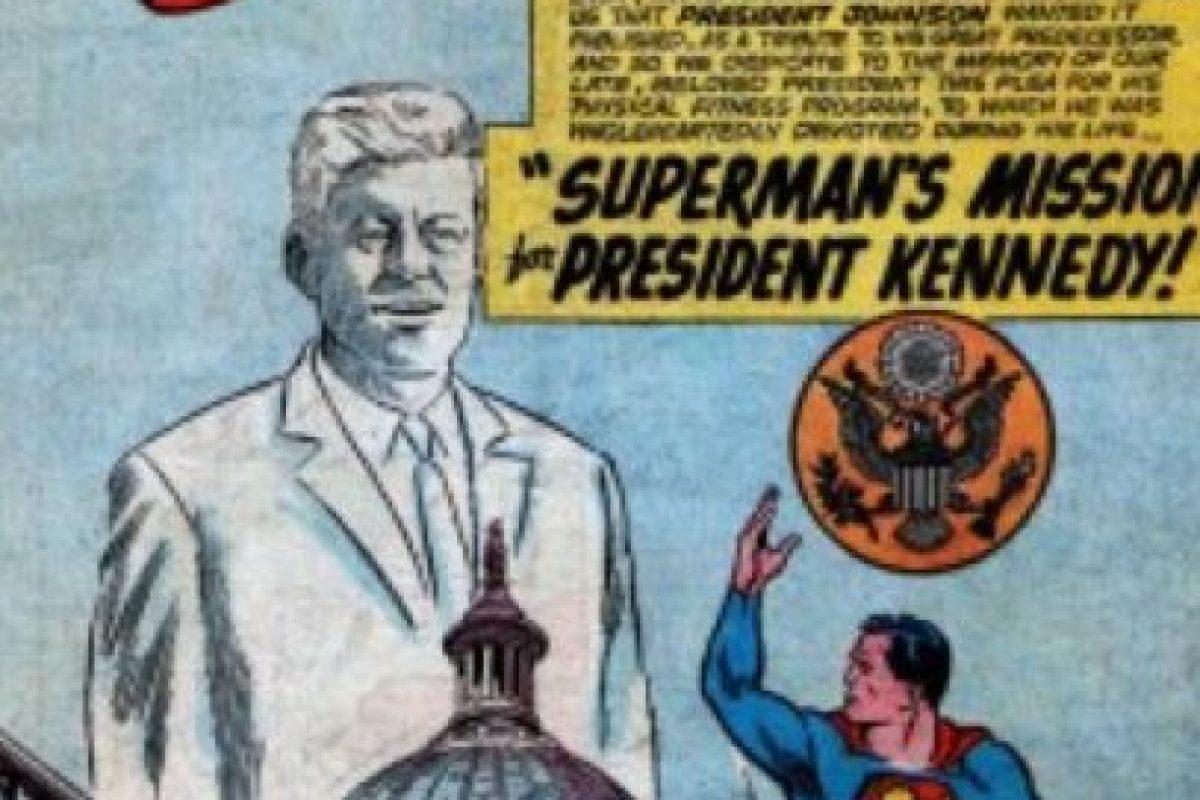 """Llegaron a ser buenos amigos. Tanto, que Superman le confió a Kennedy su verdadera identidad y le presentó a """"Supergirl"""". Foto:vía DC Cómics. Imagen Por:"""