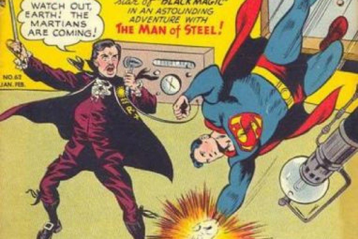 """Orson Welles (director de cine y locutor que llenó de pánico a la gente en los años 40 al narrar """"La Guerra de los Mundos""""), también apareció en Superman. Foto:vía DC Cómics. Imagen Por:"""