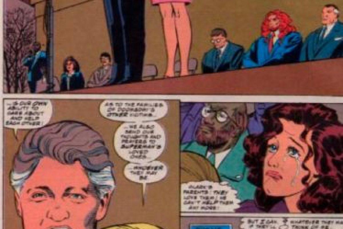 """Bill Clinton y Hillary aparecieron en un cameo especial para """"La Muerte de Superman"""", en 1992. Foto:vía DC Cómics. Imagen Por:"""