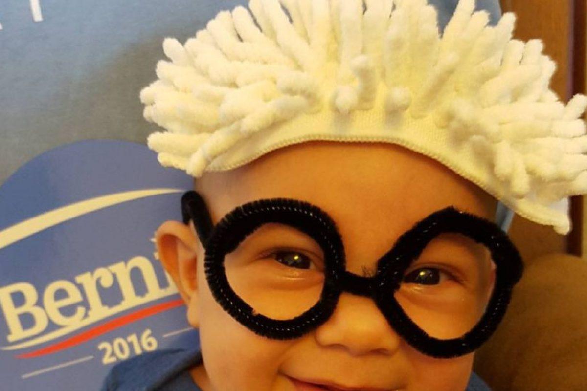 En la que sus seguidores disfrazan a sus pequeños de pequeños Bernies Foto:Vía Instagram @lorelei26. Imagen Por: