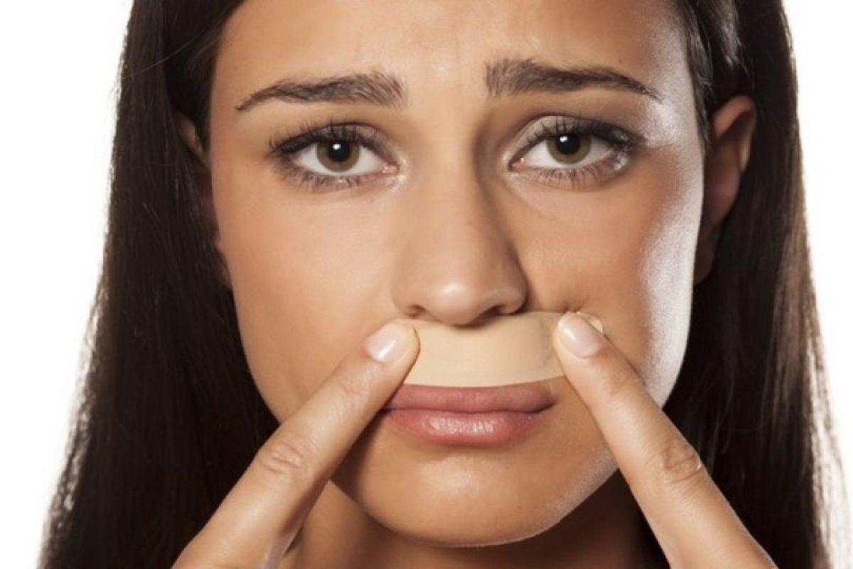 14. Otro accidente común es cortarse en una zona muy visible, tal como el bigote. Foto:Tumblr. Imagen Por: