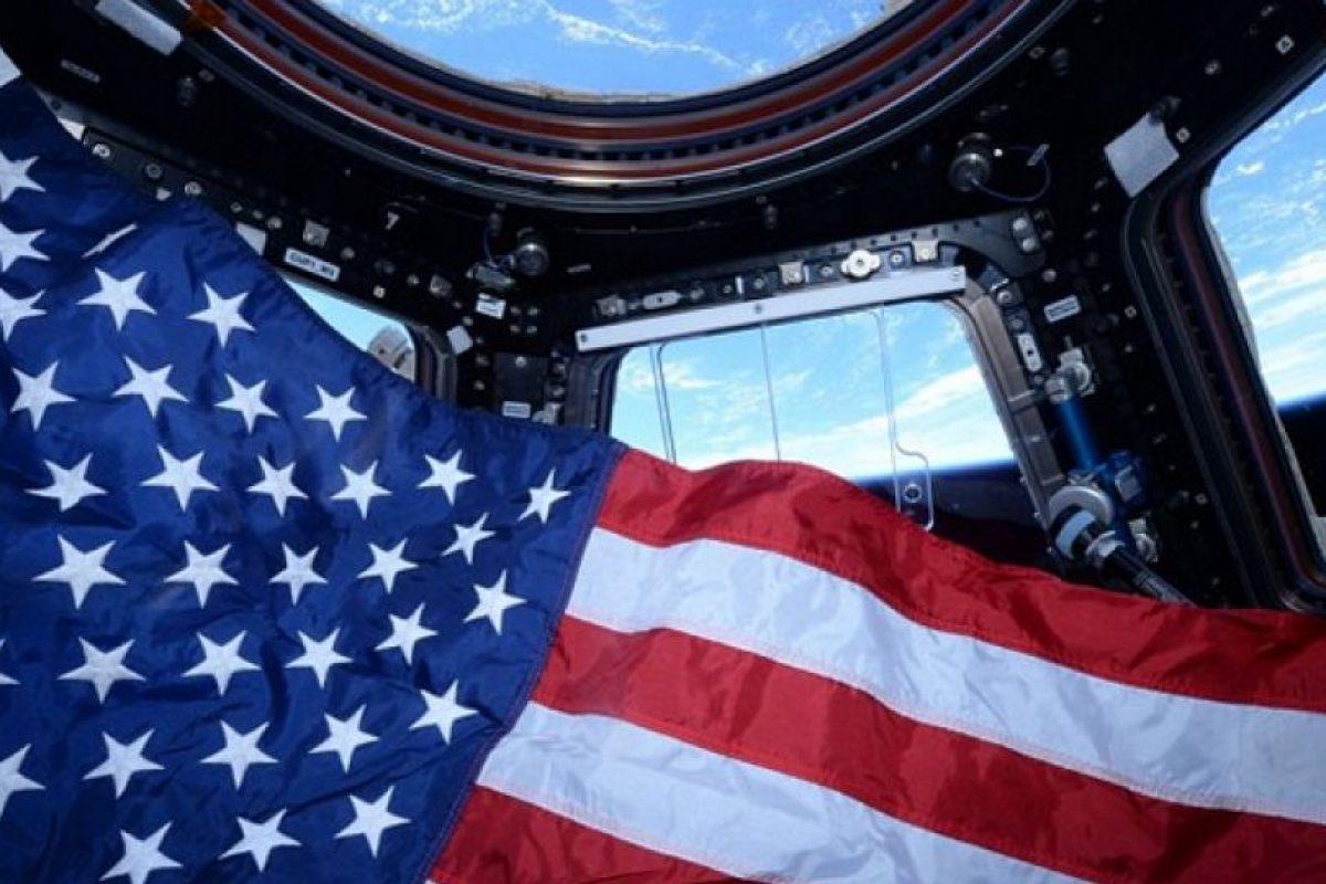 4. Actualmente hay muchos objetos que están en órbita alrededor de la Tierra. Foto:Vía Instagram.com/stationcdrkelly. Imagen Por: