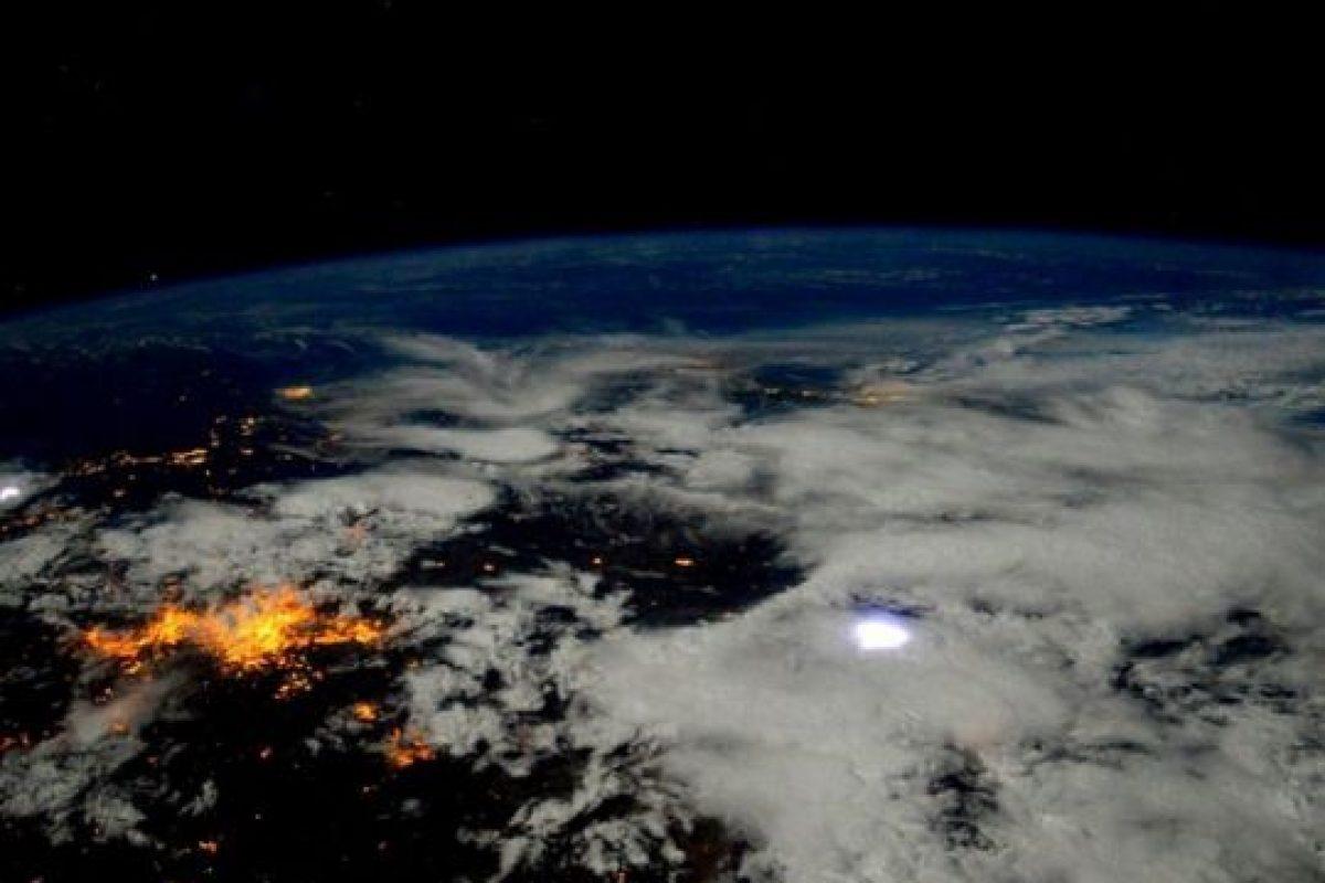 6. Los pedazos de basura espacial se mueven muy rápido. Foto:Vía Instagram.com/stationcdrkelly. Imagen Por: