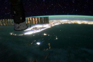 10. Los científicos creen que hay más de 100 mil piezas de desechos orbitales más grande que una moneda. Foto:Vía Instagram.com/stationcdrkelly. Imagen Por: