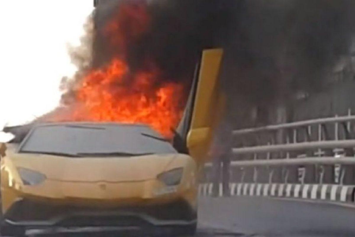 El propietario de este Lamborghini quería presumir la potencia de su motor y esto fue lo que pasó. Foto:Vía Youtube. Imagen Por: