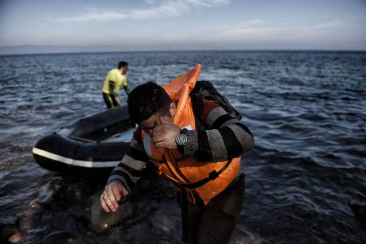 Otras 27 personas, cuya nacionalidad no fue precisada, fueron rescatadas por los guardacostas turcos, indicó la agencia de prensa Dogan. Foto:AFP. Imagen Por: