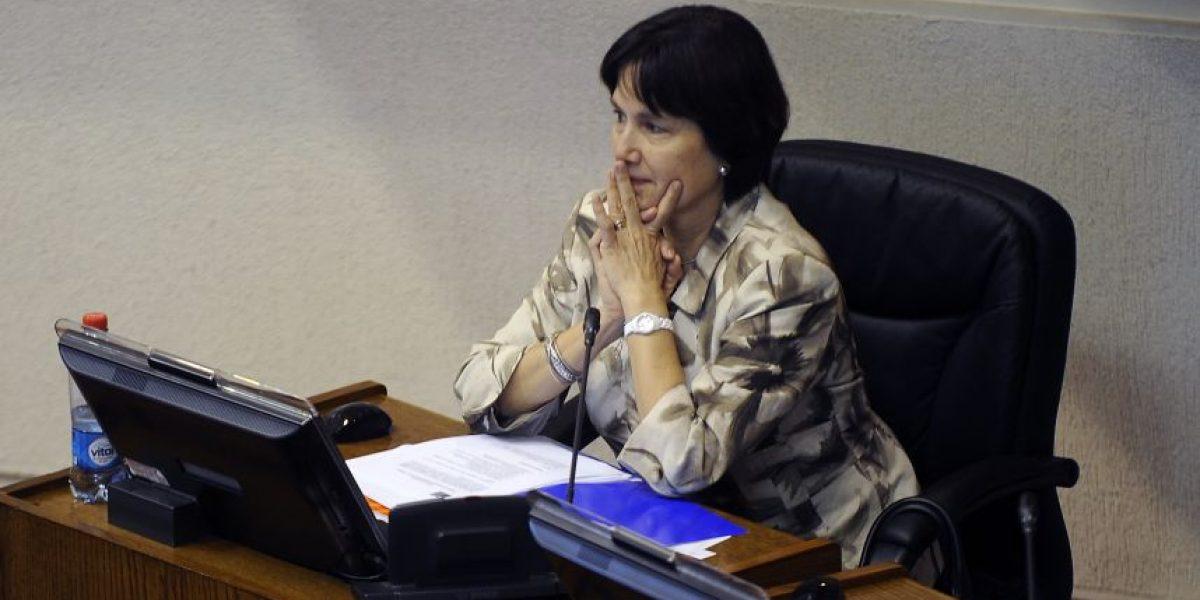 Presentarán acusación constitucional contra ministra de Salud