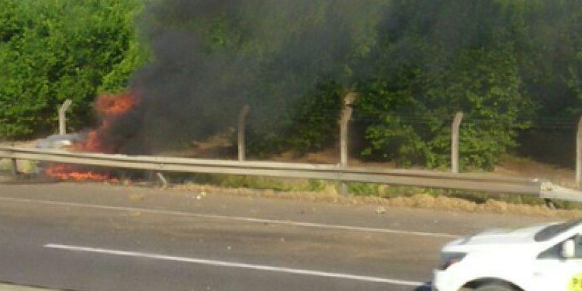 Ruta 5 Sur: automóvil se incendia tras chocar a camión de transporte de ácido sulfúrico
