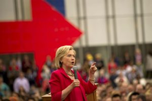 Pues al parecer son la prenda favorita de la precandidata. Foto:Getty Images. Imagen Por: