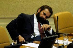 Una cámara captó al diputado durmiendo en plena discusión. Foto:Agencia Uno. Imagen Por:
