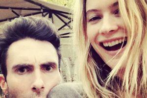 """Es esposa del vocalista de """"Maroon 5"""", Adam Levine Foto:Vía Instagram. Imagen Por:"""