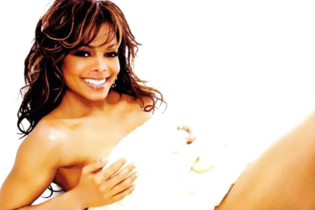 Janet Jackson era una de las grandes estrellas del R&B en los años 90. Foto:vía Coveralia. Imagen Por: