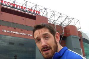 Y el luchador fue a Old Trafford a buscar al delantero para cobrar venganza… pero no lo encontró. Foto:WWE. Imagen Por:
