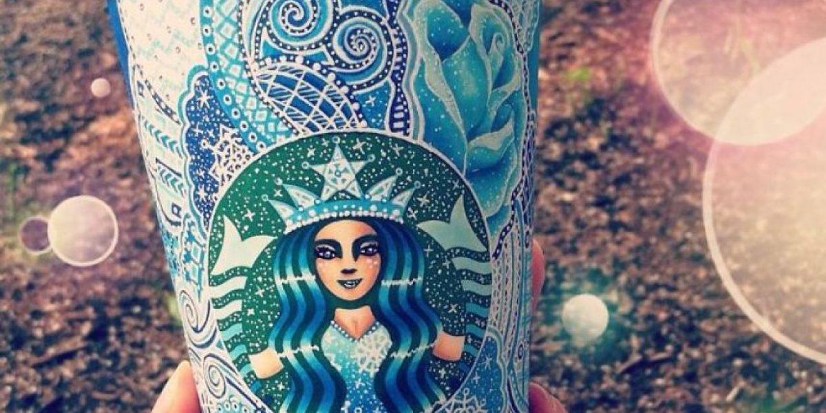 Con 19 años convierte los vasos de Starbucks en verdaderas piezas de arte