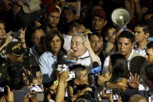 Ella mantuvo una relación con el hermano del expresidente Jaime Uribe Vélez, quien murió en 2001 Foto:AFP. Imagen Por: