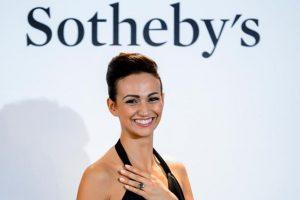 """La venta se produjo un día después de que el mismo comprador adquiriese por 28,5 millones de dólares un diamante rosa de 16,08 quilates, al que le puso por nombre """"Sweet Josephine"""". Foto:AFP. Imagen Por:"""