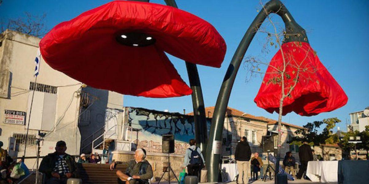 ¡Asombroso!Estas gigantescas flores interactivas dan sombra y luz a los peatones en Jerusalén