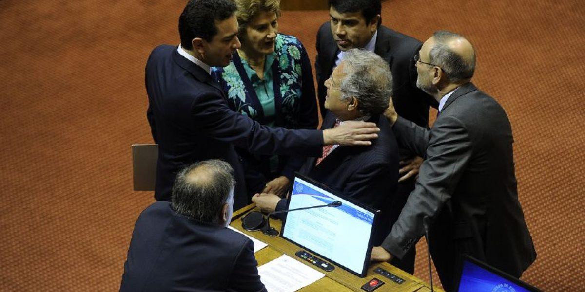 Diputados piden penas de cárcel por publicación de mensajes de Ceroni